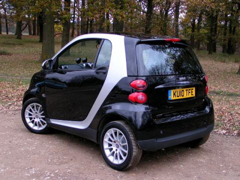 SMART FORTWO PASSION 84 AUTO 3 DOOR PETROL HATCH 2010 (10) 19000 MILES 2 OWNERS FULL SMART SERVICE HISTORY METALLIC SILVER AND BLACK. & JP Motors - Cars for Sale